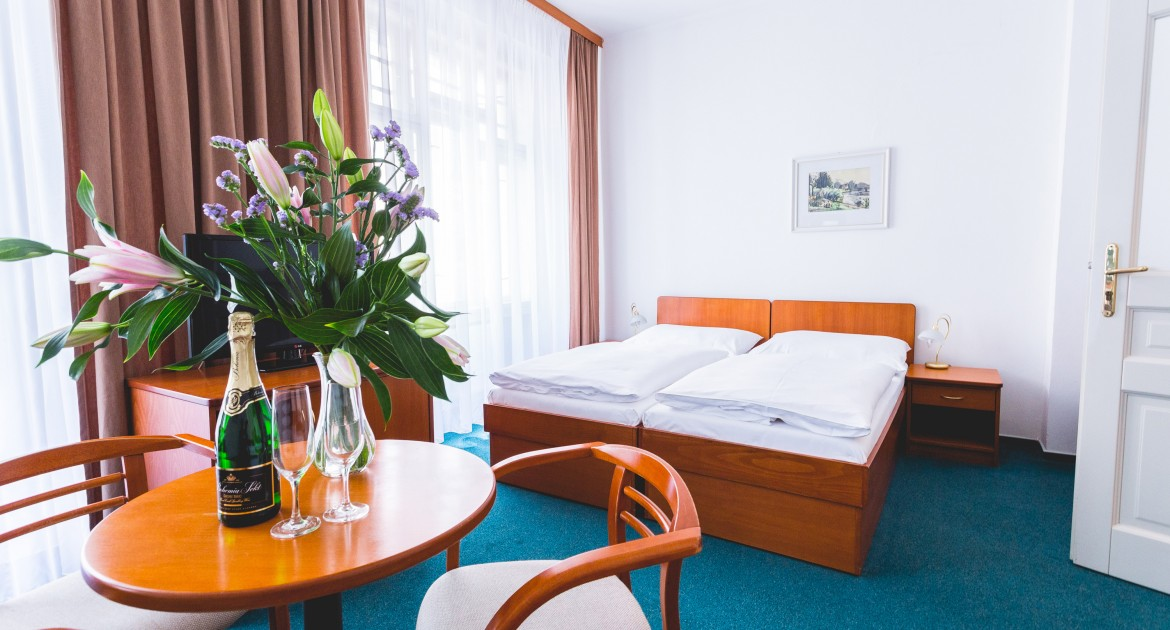 Karlsbad: 3 Tage inkl. Halbpension, Sauna, Massage für 2 Personen im ASTORIA Hotel & Medical Spa für 179€