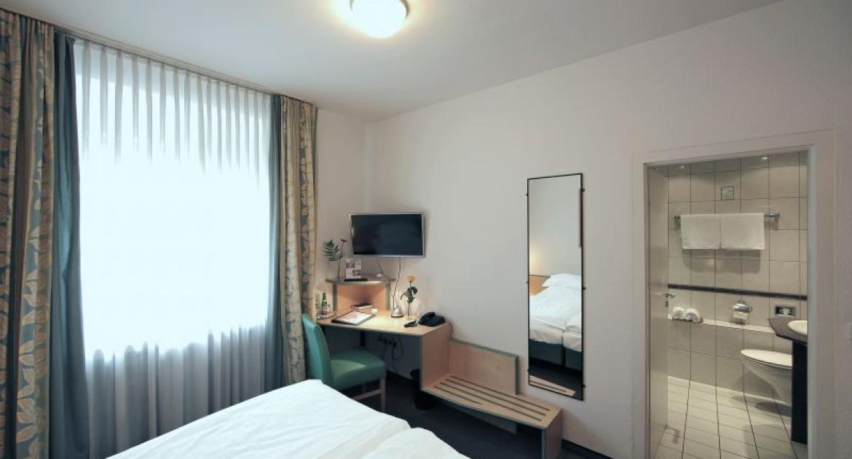 Düsseldorf: 2 ÜN/F für 2 Personen im Doppelzimmer inkl. VRR Bus & Bahn-Ticket im Hotel am Hofgarten