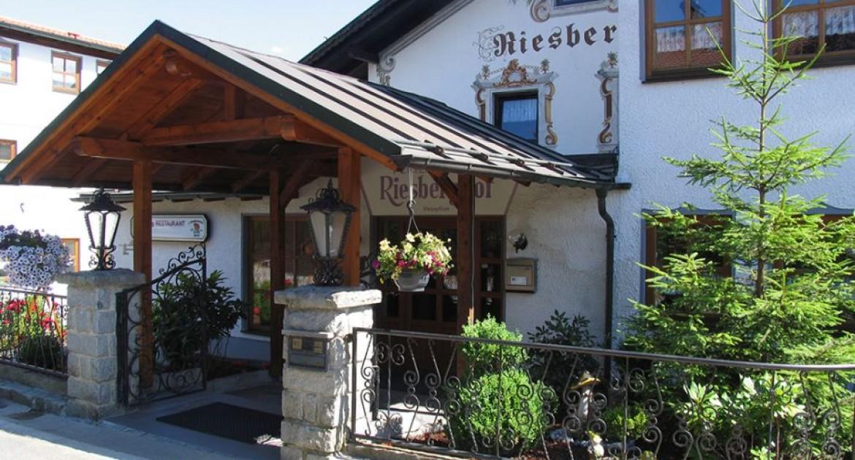 Bayern 2 Übernachtungen für 2 Personen im Komfort-Doppelzimmer mit 4 - Gang- Menü inkl. Frühstück im Ferien-Hotel Riesberghof
